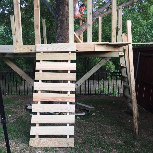 building-a-treehouse-climbing-wall